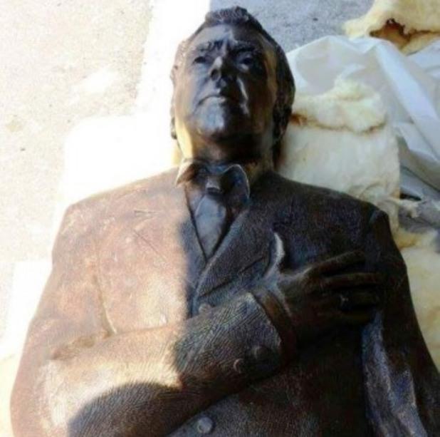 Статуя на Георги Калоянчев в Бургас