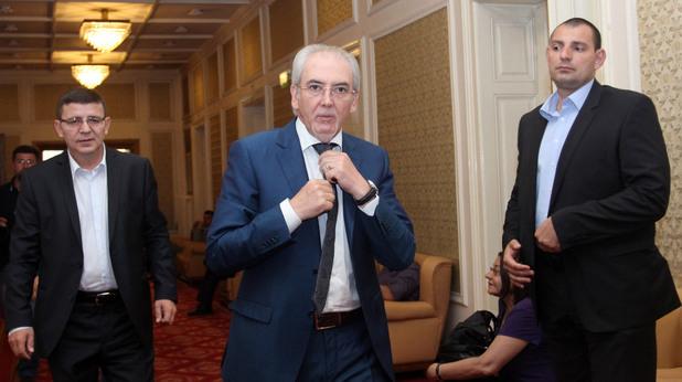 председателят на дпс лютви местан и депутатът рушен риза