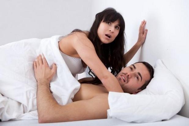 мъже, жени, легло, секс, гърди