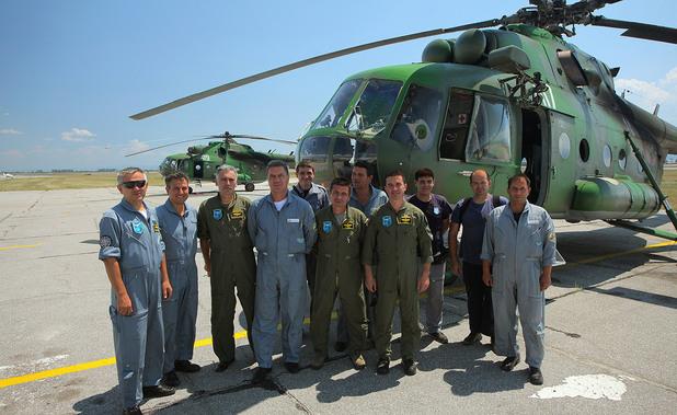 Два хеликоптера на Военновъздушните сили продължават да се борят за потушаване пожара в околностите на Рилския манастир.