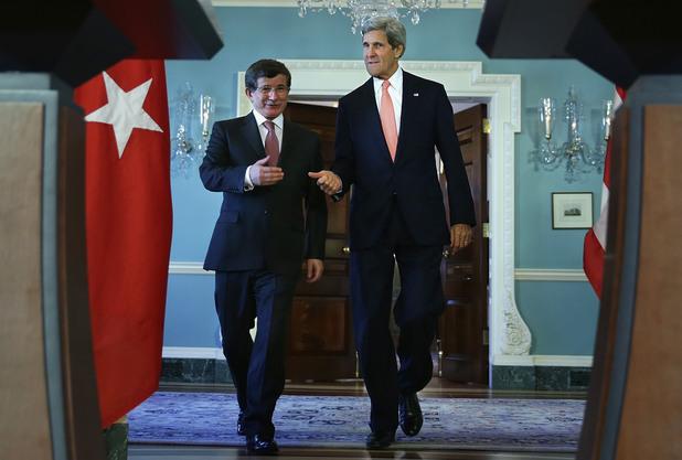Премиерът на Турция Ахмет Давутоглу и американският държавен секретар Джон Кери