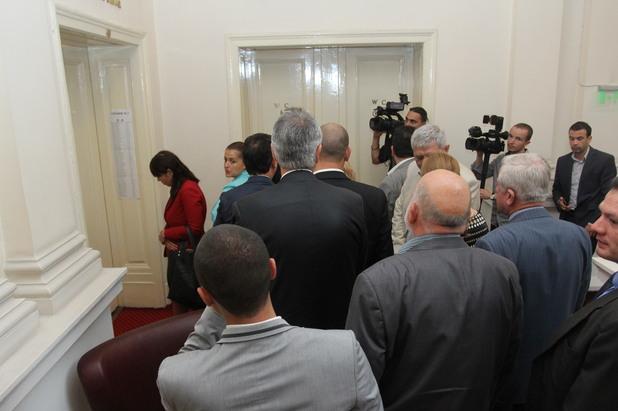 депутатите гласуват за избора на нов омбудсман между мая манолова и константин пенчев
