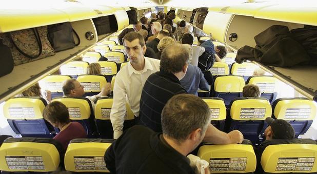 Пътници в самолет икономична класа