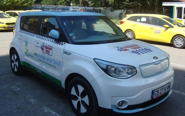 Първото електрическо такси тръгна в София - Kia Soul EV