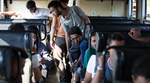 унгария, влак, бежанци, мигранти, имигранти