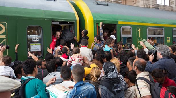 будапеща, унгария, влак, мигранти, имигранти, бежанци