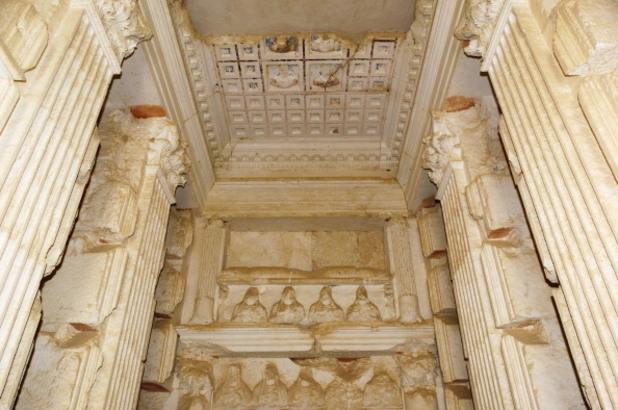вътрешността на гробницата на елахбел