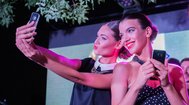Модно ревю на събитието на Мтел за новия Samsung
