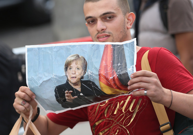 германия посрещна мигрантите от будапеща
