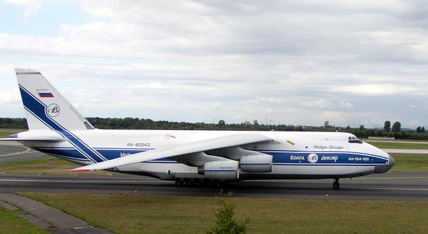 Руски товарен самолет Ан-124