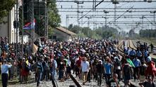 Словения върна влакове с бежанци от Хърватия