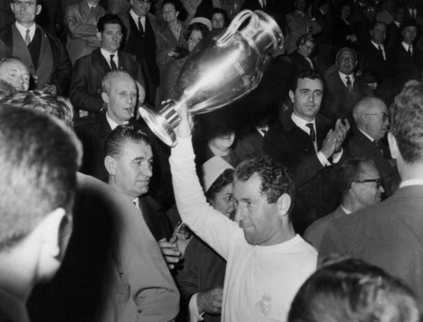 Пако Генто с купата през 1966 г. след 2:1 над Партизан