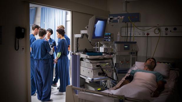 кома, пациент, болница, лекар, лекари
