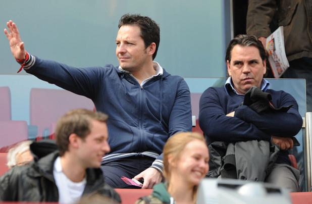 Фолкер Щрут (вдясно) – футбол