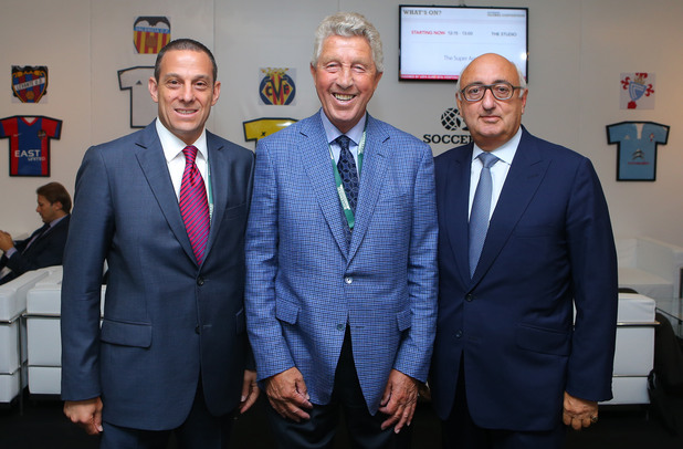 Джонатан Барнет (вдясно) – футбол