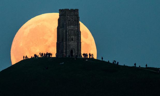 кървава луна - гластънбъри