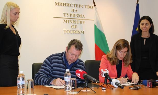Николина Ангелкова и изпълнителният директор на филмовите студиа Ярив Лернер
