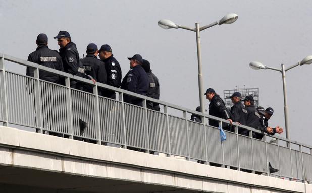 полиция охранява зала арена армеец след деня на изборите