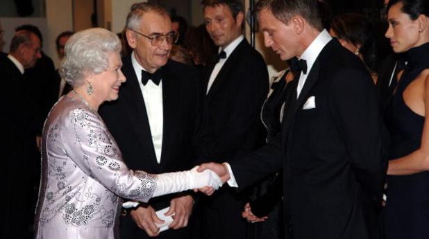 Даниел Крейг и Кралица Елизабет II