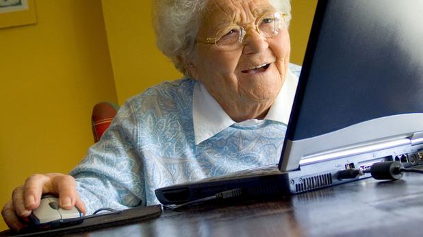Баба на компютър - меме