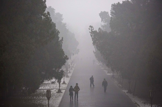 Пекин е блокиран от тежък смог