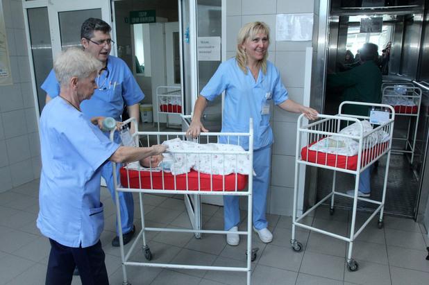 Българският Патриарх Неофит посети болница Шейново и отслужи водосвет за здраве в новото Родилно отделение и в Отделението по неонатология.