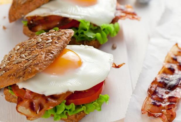 Сандвичи с бекон и яйце