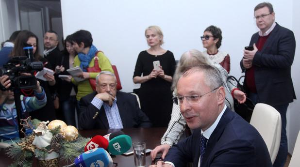 Сергей Станишев раздаде баница с късмети