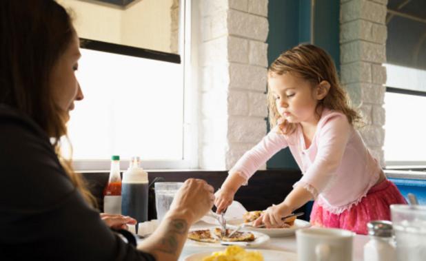 с дете в ресторанта