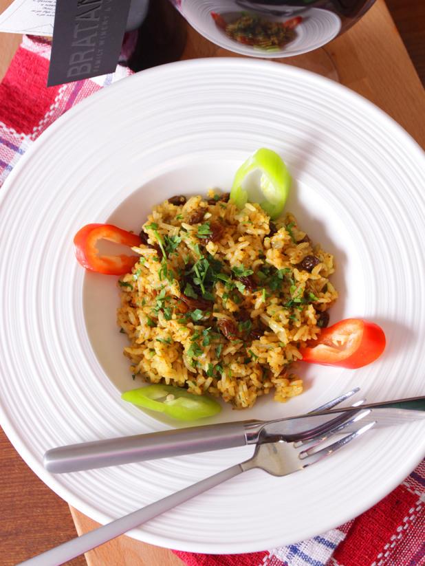 Ориз с къри и стафиди