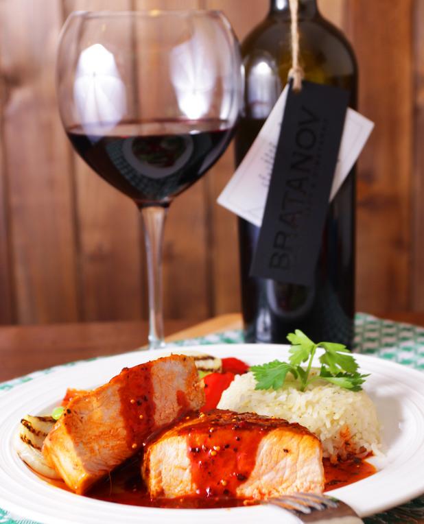 Свински стек с барбекю сос и гриловани зеленчуци