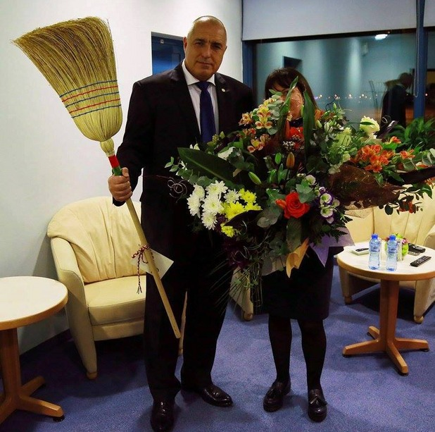 Бойко Борисов си получи метлата (снимка)