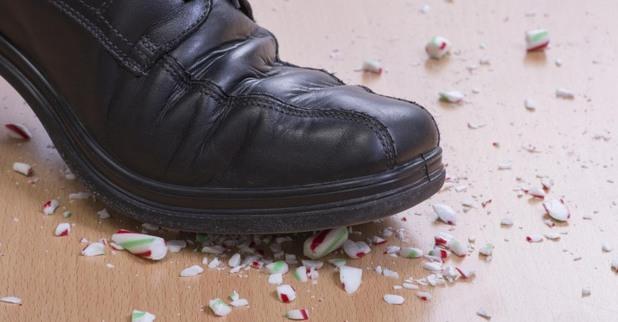 смачкване на предмет, обувка