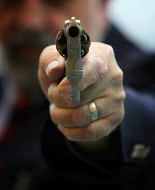 пистолет, кражба