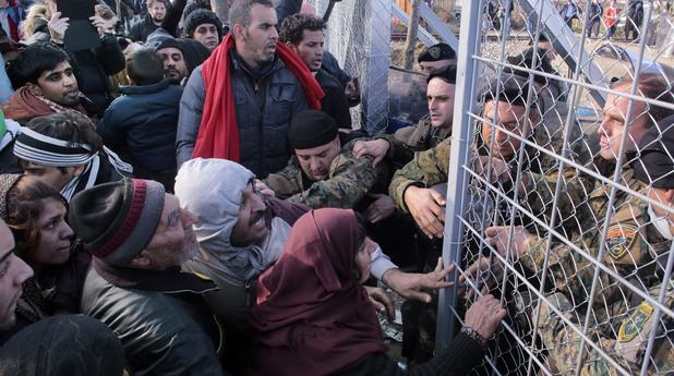 Батални сцени с бежанци на гръцката граница