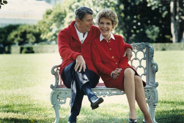 Нанси Рейгън и Роналд Рейън на 50 -годишната от сватбата им