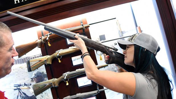 жени с оръжия