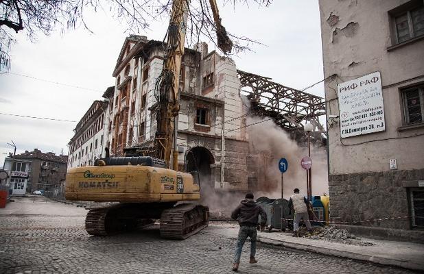 Разрушен тютюнев склад в Пловдив