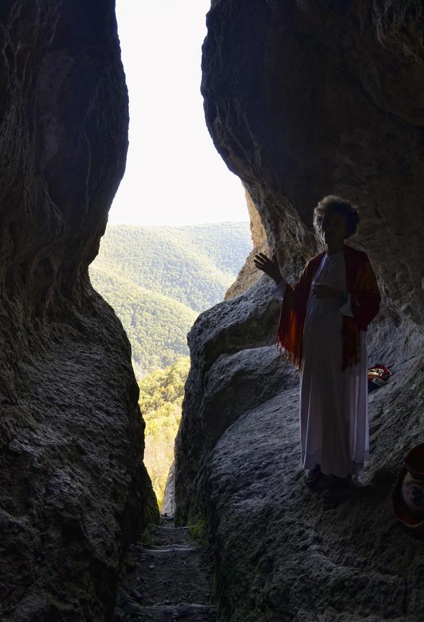 Пещера Утробата 8