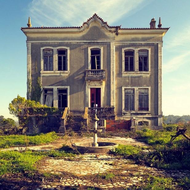 изоставена провинциална къща