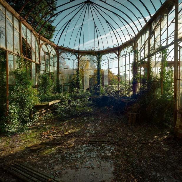 изоставена зимна оранжерия