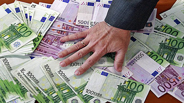 футбол, пари, заплати