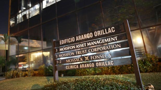 """#PanamaPapers: Обиски в централата на """"Мосак Фонсека"""""""