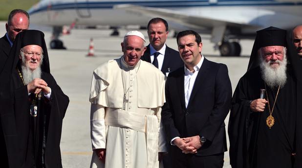 Папата и двама патриарси се срещнаха с бежанци на о. Лесбос