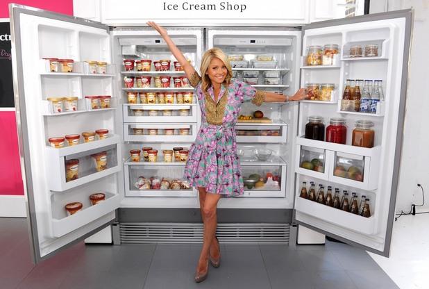 хладилник, жена