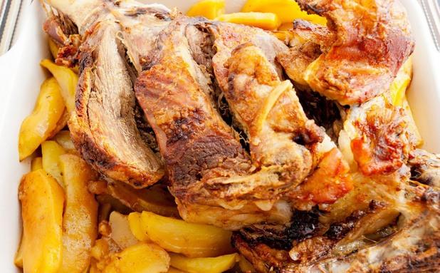 Агнешко бутче с картофи