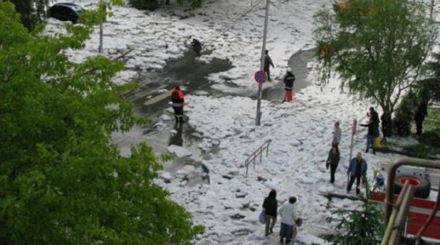 Градушка изкара снегорини в Ловеч