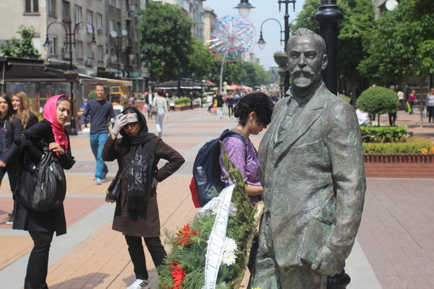 Паметник на Алеко Константинов