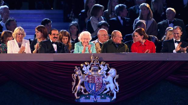 Кралица Елизабет II отпразнува 90 години с 900 коня