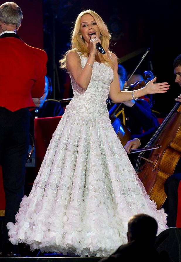 Кралица Елизабет II отпразнува 90 години с пищно шоу - Кайли Миноуг